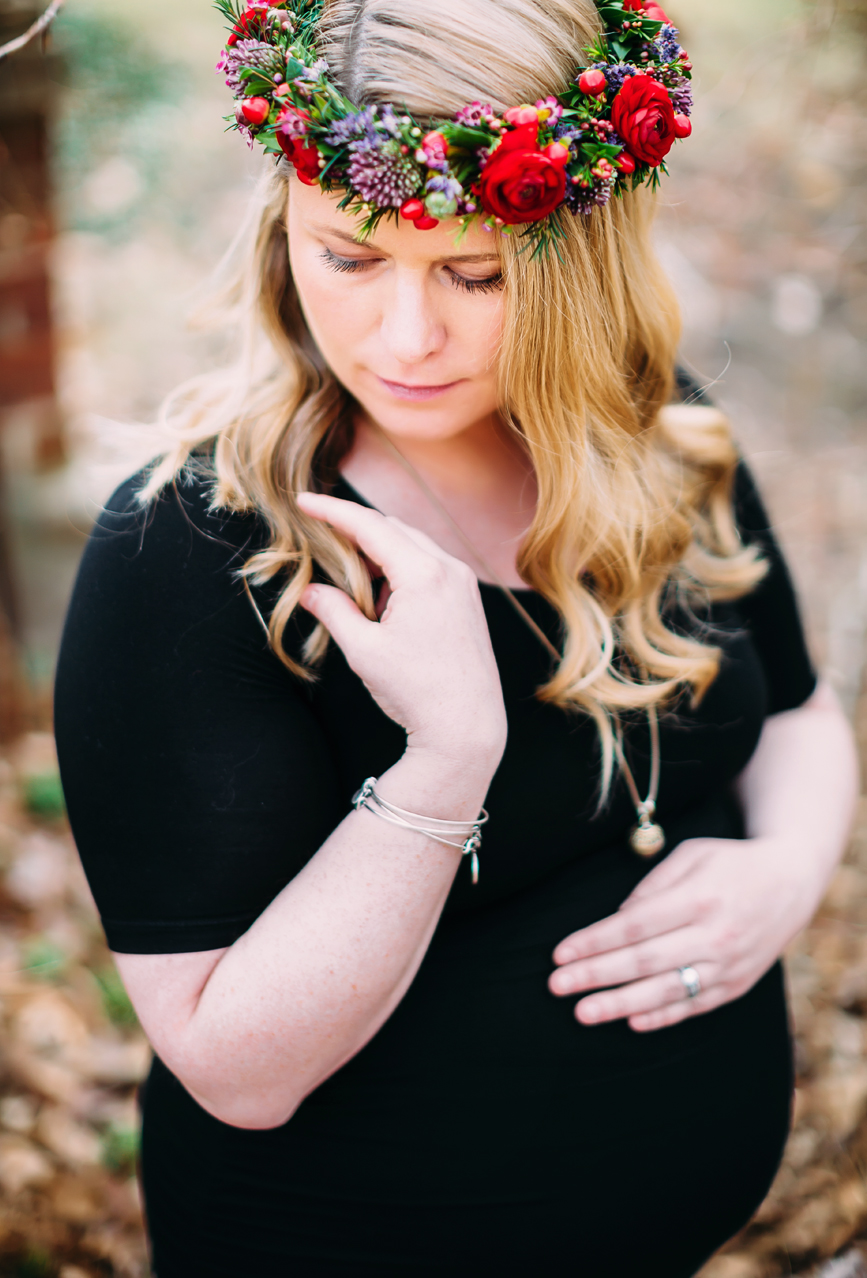 greenhouse-maternity-photography-red-flowercrown20.jpg