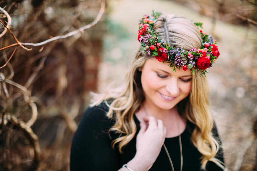 greenhouse-maternity-photography-red-flowercrown21.jpg