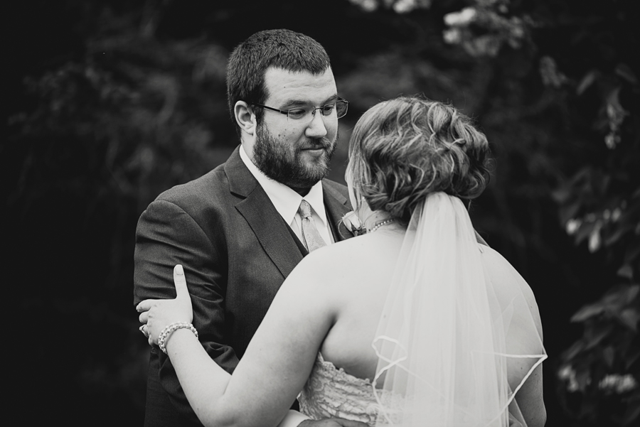 Grand_Rapids_Spring_Wedding_Photographer_Prairie_Wolf_Park_018.jpg