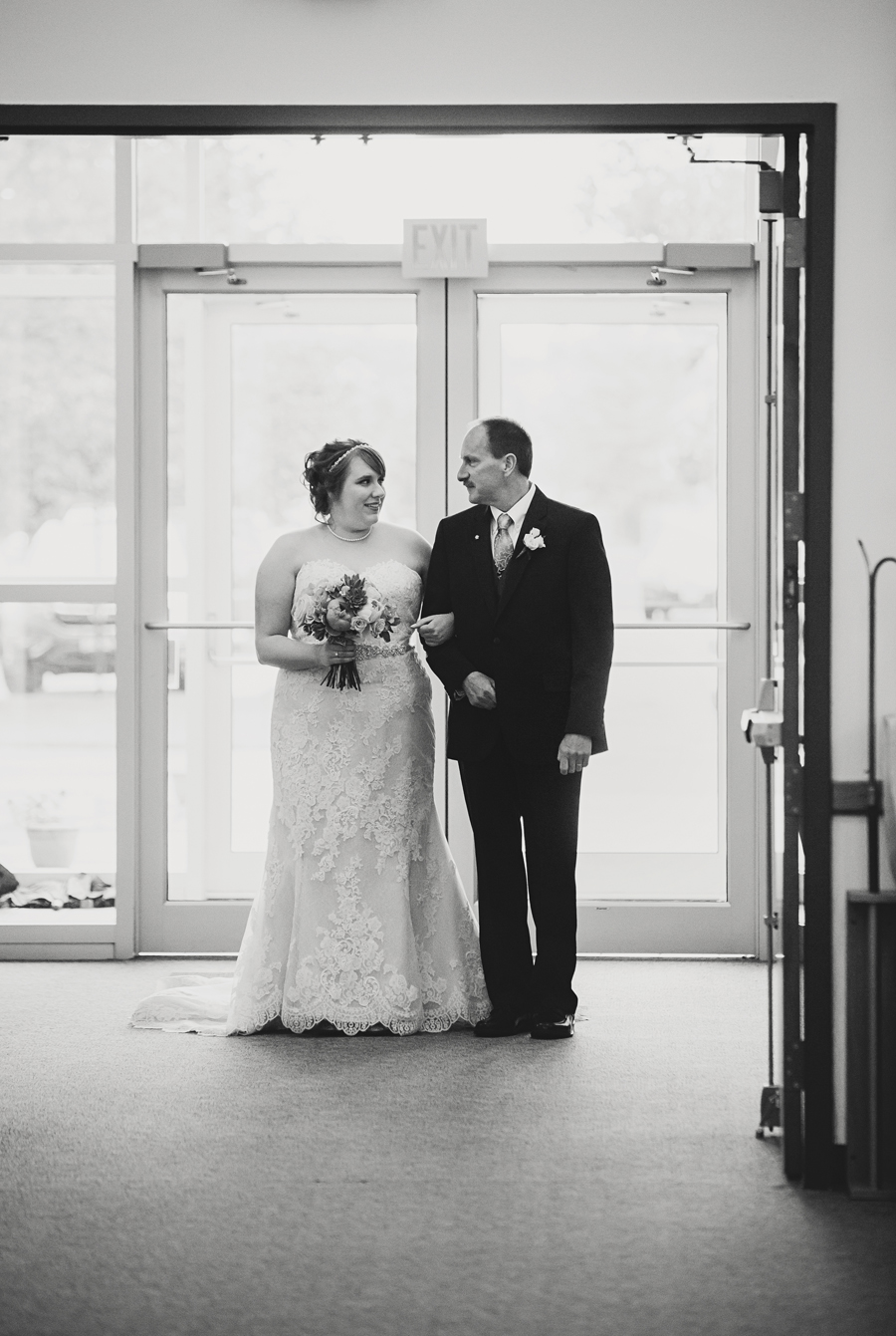 Grand_Rapids_Spring_Wedding_Photographer_Prairie_Wolf_Park_034.jpg
