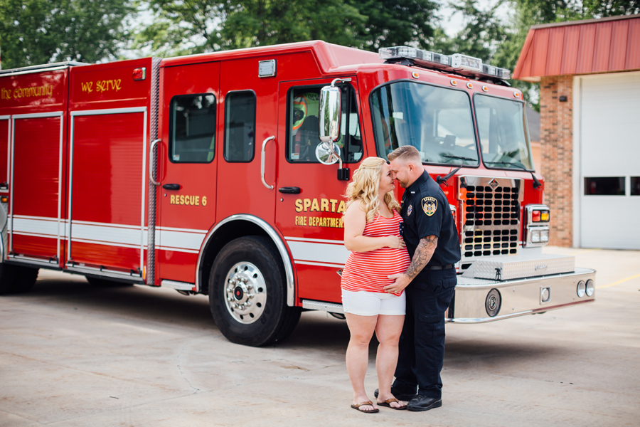 country_Maternity_firefighter_maternity_photography03.jpg