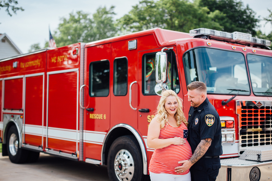 country_Maternity_firefighter_maternity_photography01.jpg