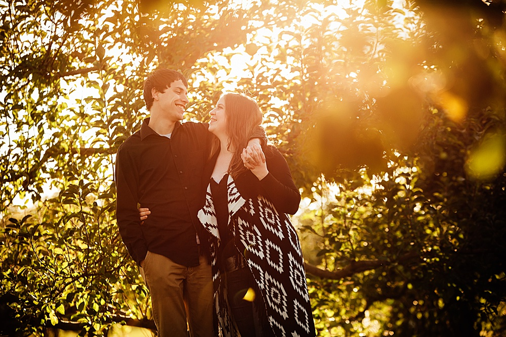 fall_apple_orchard_engagement-photography004.jpg