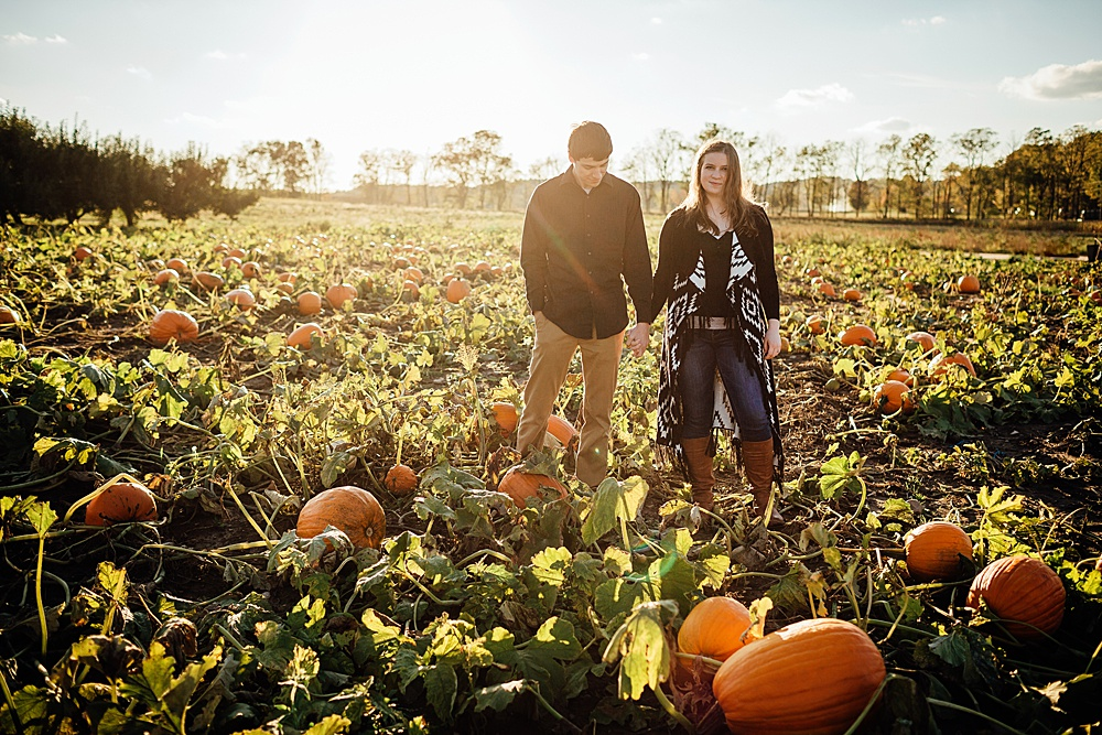 fall_apple_orchard_engagement-photography034.jpg