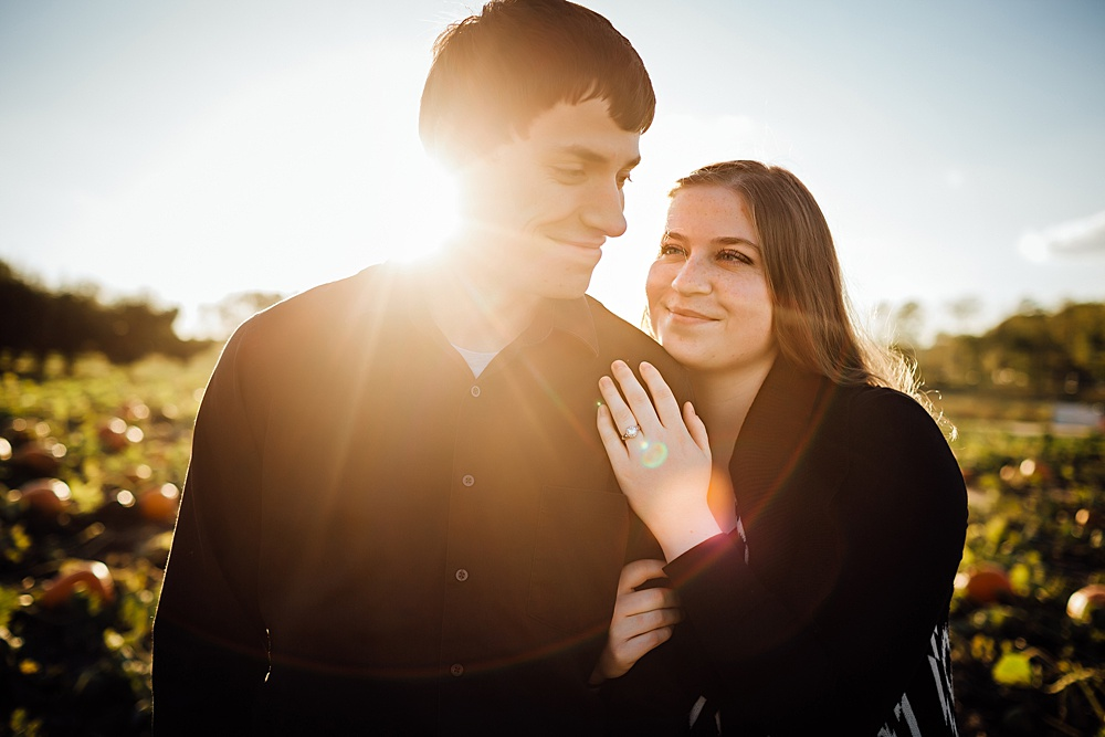 fall_apple_orchard_engagement-photography040.jpg