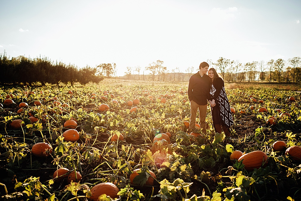 fall_apple_orchard_engagement-photography041.jpg
