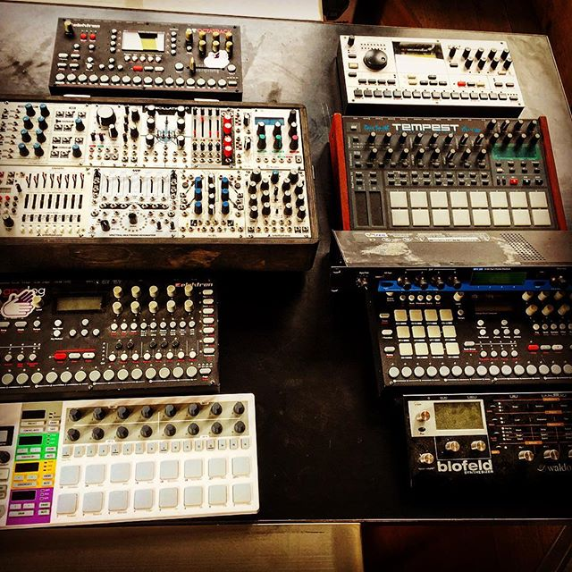 Kit for the Berlin studio ! In transit. #elektron #techno #dsi #modularsynth #waldorf #studio