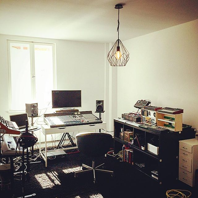 Berlin studio coming together fast ! #sunshine #modular #techno #studio #berlin @carlotamarquess @daniramoslalinde