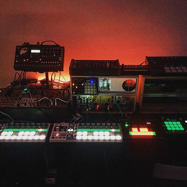 Ready for take off ! #techno #modular #elektron #tempest #berlin @carlotamarquess @daniramoslalinde @__s_e_t__ @s_l_f_stephane_lefrancois