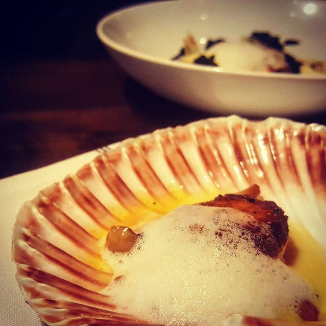 An absolute BELTER from our new menu, making its debut this evening. Hand dived Scallops with shimeji mushroom, potato butter & parmesan foam...TWO THUMBS UP 👍👍 👌