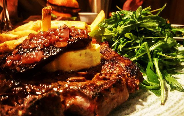 THE RIBEYE AT SEAPOINT....10 ounces of pleasure...steak in monkstown? Look no further....grilled flat cap mushroom, red wine & onion reduction, rocket & fries...🐮🐂🍽