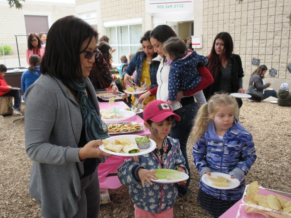 Kaban Montessori in Mississauga Mother's Day 2017 Event children eating with parents outside