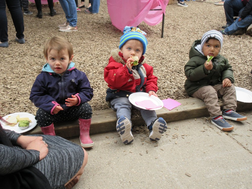 Kaban Montessori in Mississauga May 2017 Mother's Day Event Children having lunch with parents