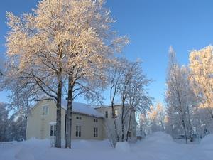 Junosundo Guesthouse Beläget I Junosuando ca 57 km nordväst om Pajala Tel: +46 (0)70-675 50 71 Webb:  www.junosuandoboende.se