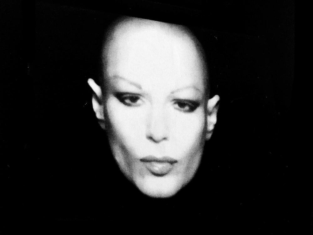 La dame au crâne rasé, 1978