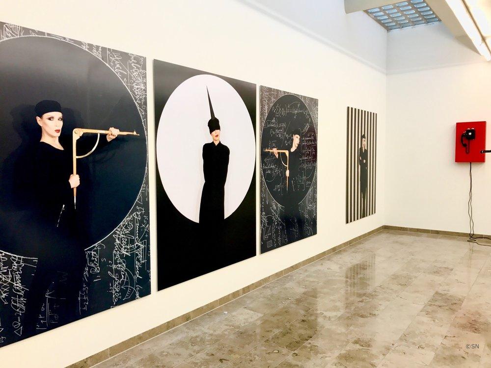 MANON - Künstler Ausgang