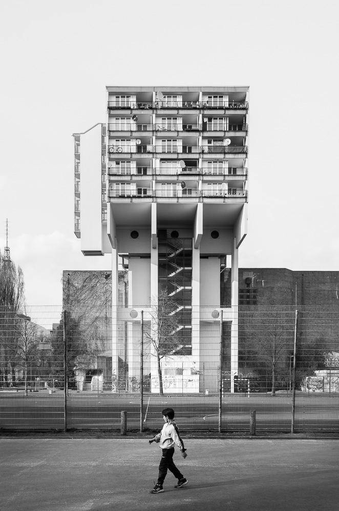 dacian-groza-concrete-architecture-01-070472.jpg