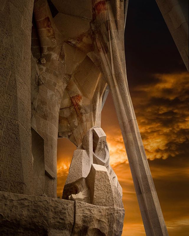 """📝 """"La depresión es alimentada debido a heridas no curadas"""" 🌎 La Sagrada Familia, España 🇪🇸 📷 Joachim Bergauer #arquitectura #like4like #echogar"""