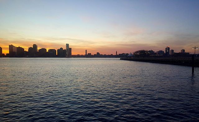 NYC is pretty sometimes.  #sunset