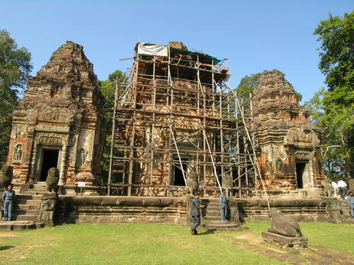 Image of temple conservation ongoing within the site  . Courtesy of Francesco Bandarin, UNESCO.