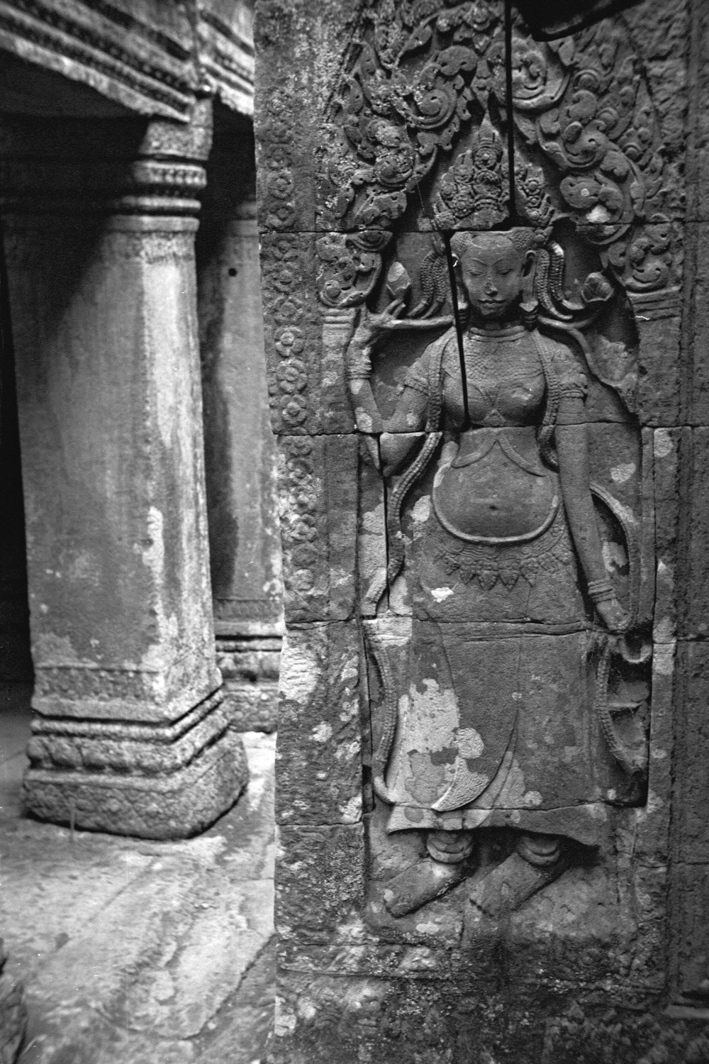 Image of an Apsara in the Angkor temple complex, Image courtesy of SKY, 2001.