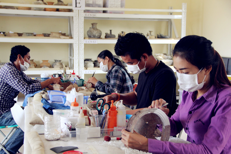 This is an image of trainees, learning to conserve ceramics from the Koh Sdech shipwreck. Photo courtesy of Tep Sokha.