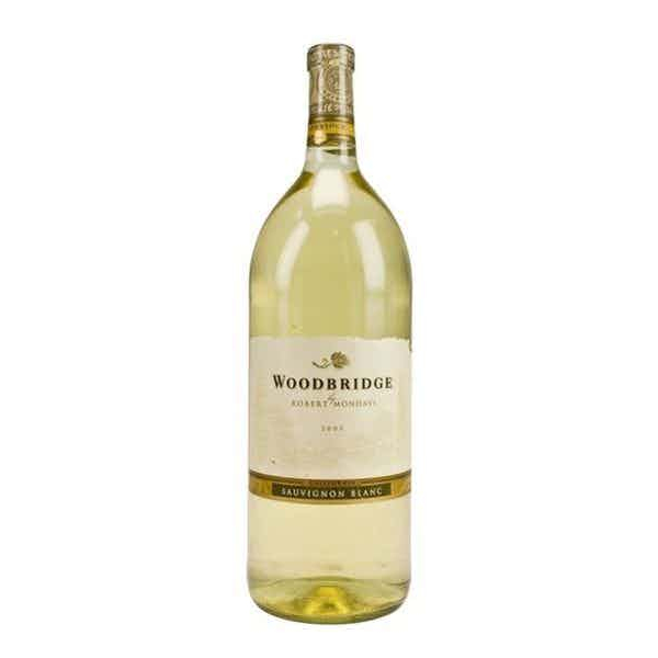 Woodbridge Sauvignon Blanc - Bottle.jpeg