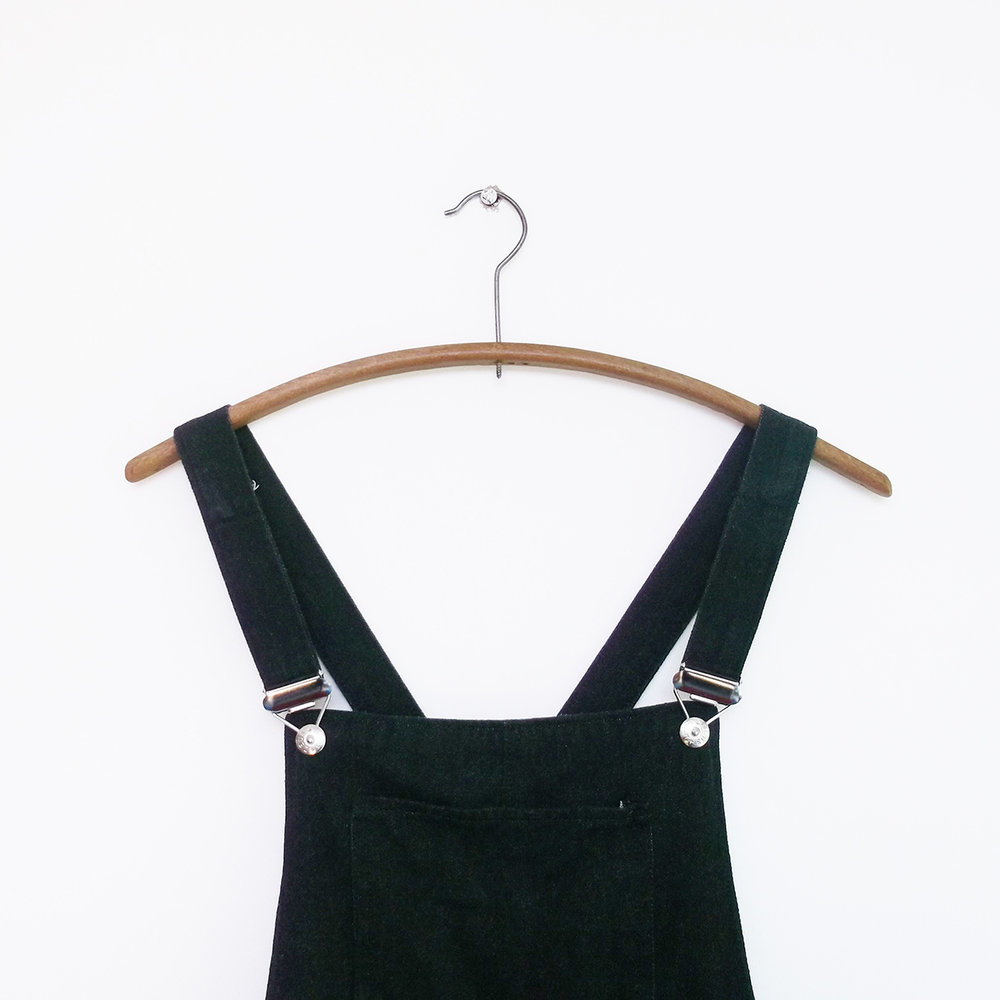 Dungaree Dress - 00:29:24 fabric & interfacing cutting out00:19:13 F & B construction00:15:33 pocket construction00:06:53 side seams00:21:15 strap construction00:41:29 facings00:14:01 buckles (would have been mere seconds if I hadn't gotten in trouble with my pliers)00:11:56 hem00:03:29 label02:14:18 TOTAL