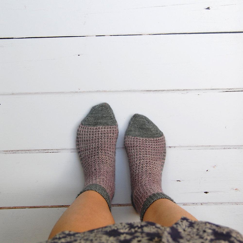 sacha-holub_gaufre-socks-sister-mountain_2.JPG