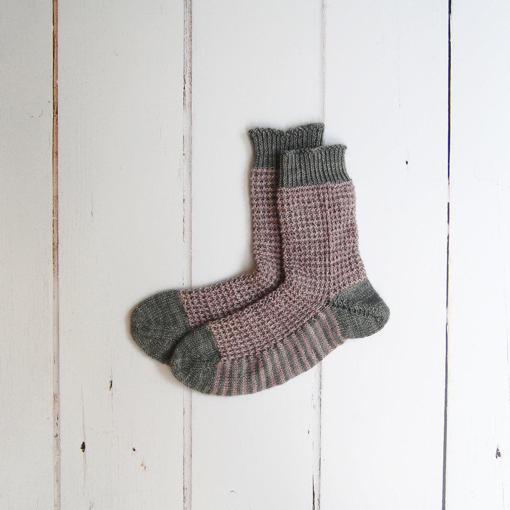 sacha-holub_gaufre-socks-sister-mountain_1.JPG