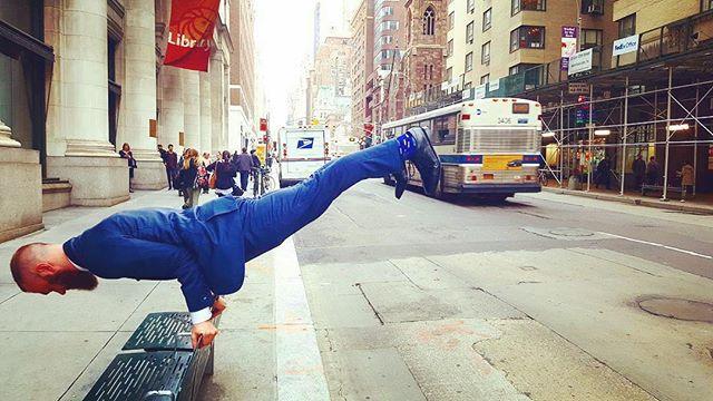 """Everything in nature is about balance"" 🙏🏻☀️😊⚖️ . . . #balance #balans#nature #clearheadclub #yogaeveryday #motivationalquotes #yogalove #officeyoga #businessyoga #fridayquote #healthylifestyle #healthymind #healthybody #fitnessmotivation #fitgirl #happyfriday"