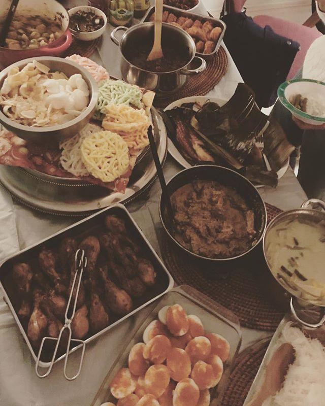 Dit jaar deden we rijsttafel bij fam Roelofsen , kan niet meer lopen :) ❤️ 🍾🎶