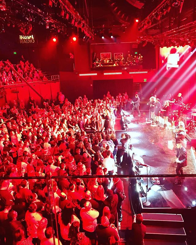@kellyclarkson live at the @iheartradio  Theater celebrating #MeaningofLife benefitting @bobhopeuso and @fallenpatriots
