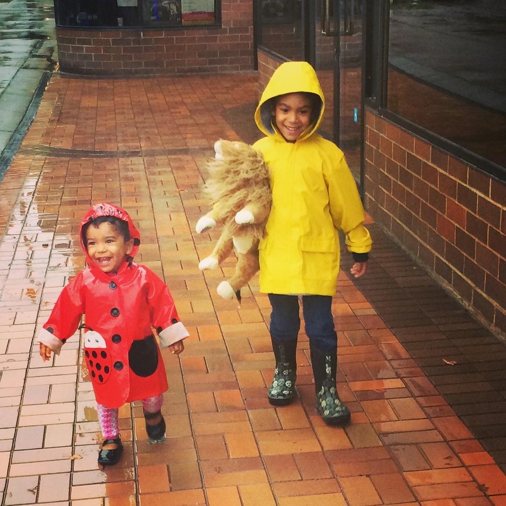 kidsn in rain.jpg