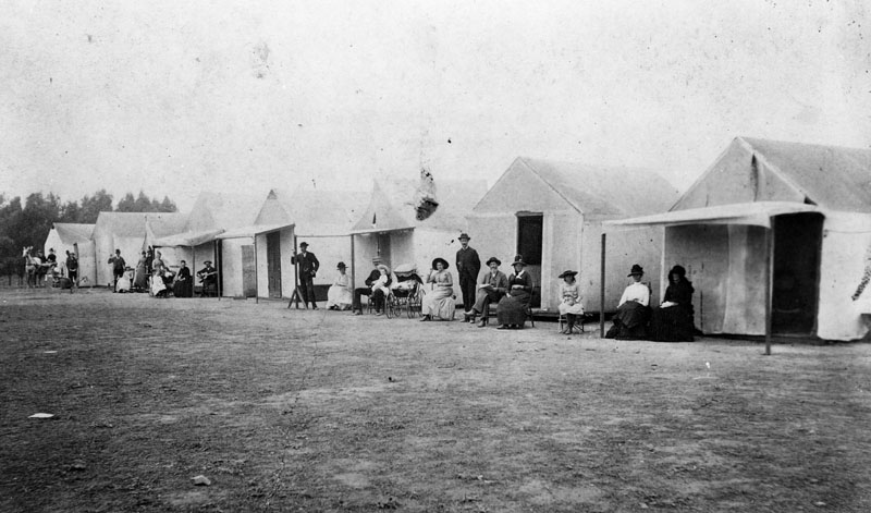 House tents near Santa Monica Beach, 1890. Source: Los Angeles Public Library