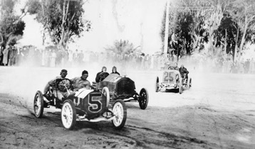 Early auto racing in Santa Monica, 1912. Source: Los Angeles Public Library