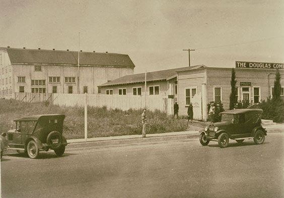 Original Douglas Aircraft Company plant on Wilshire Boulevard at 25th Street, 1925. Source: Santa Monica Public Library