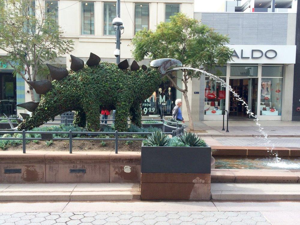 Stegosaurus topiary