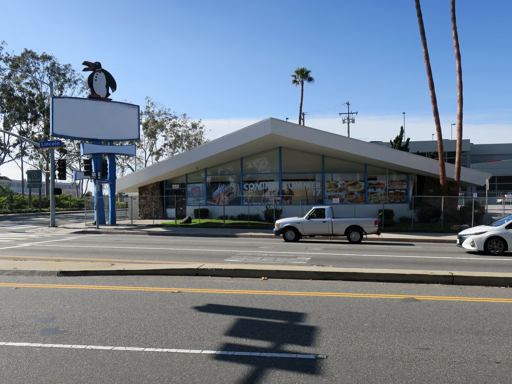 Penguin's Coffee Shop, 1670 Lincoln Boulevard (1959; Armét and Davis)