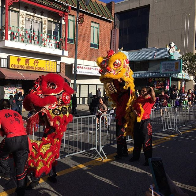 Lion dancers cheering on the runners at #firecrackerrun