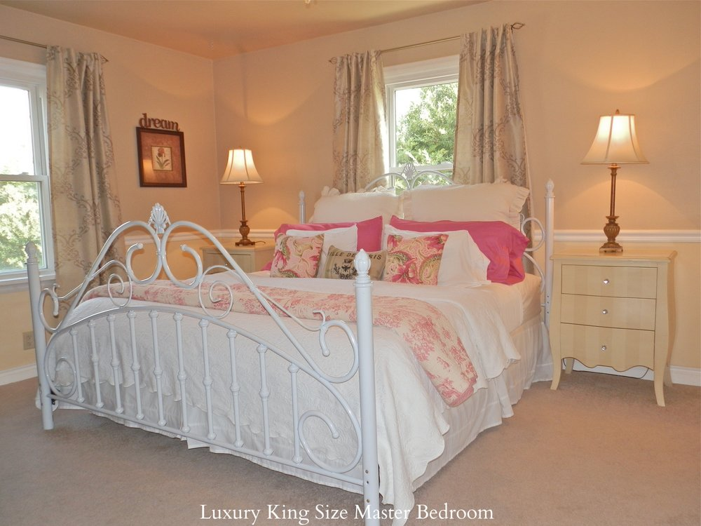 Luxury King Bed in Master Bedroom