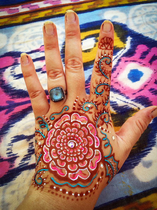 The henna tattoo above has Henna Color in turquoise, pink and white. It also has traditional henna (red/brown color).