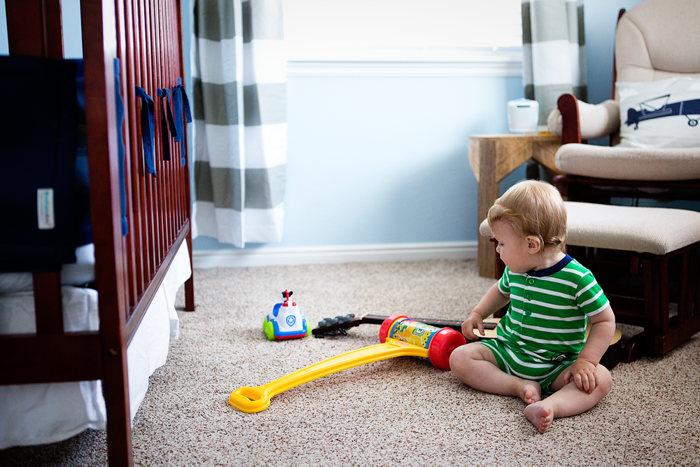 Baby playing in room, Amy Wright Photography, Roseville Lifestyle Photographer