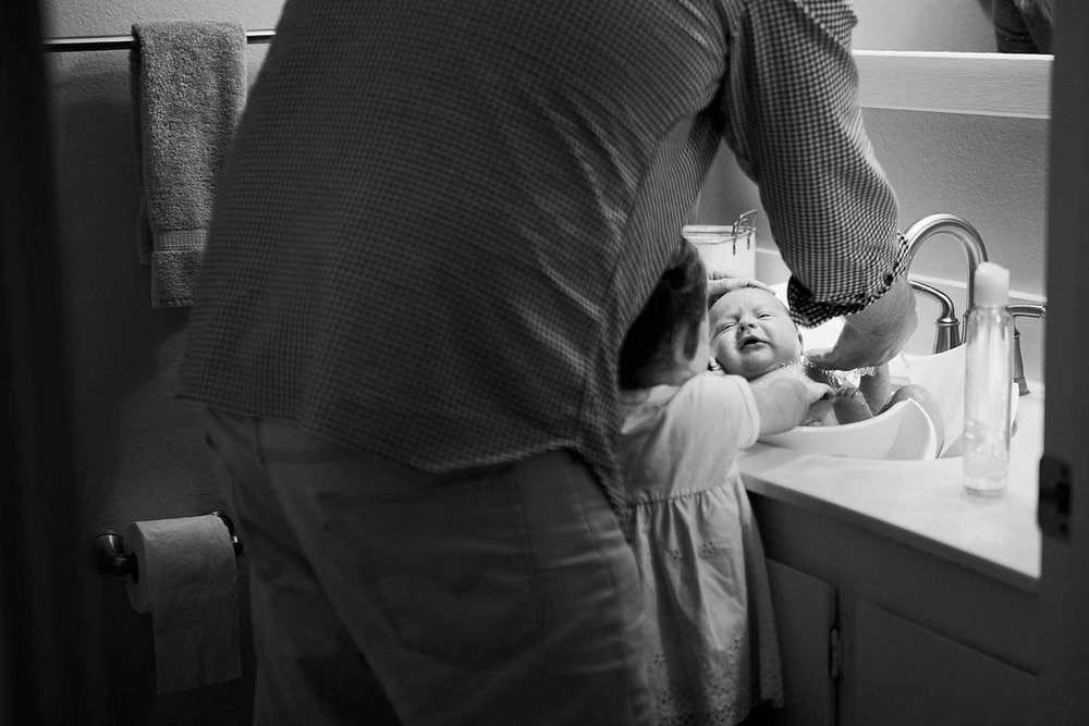 Family Bathing Newborn Baby, Amy Wright Photography, Roseville Family Photographer