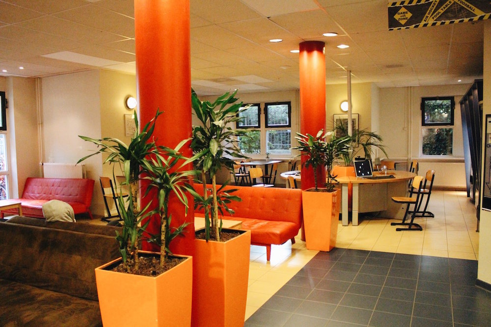 Bright and cozy lounge area located in the lobby of the hostel!