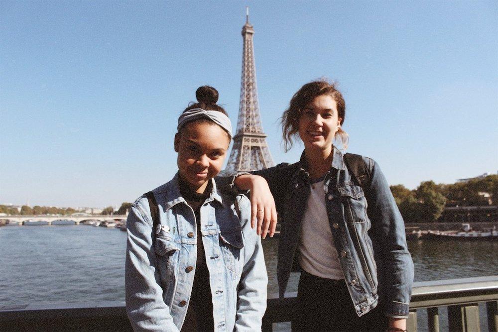 Deux filles, une tour Eiffel. [Photo taken by Damon Dominique]