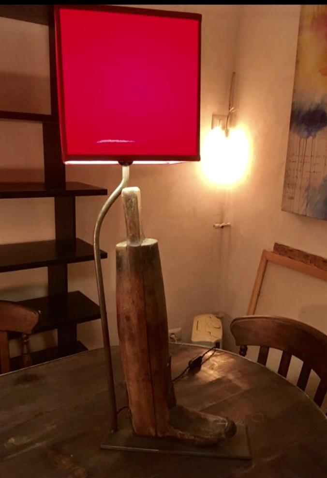 COPPIA LAMPADE RICAVATE DA VECCHIE FORME DI STIVALI  IN LEGNO
