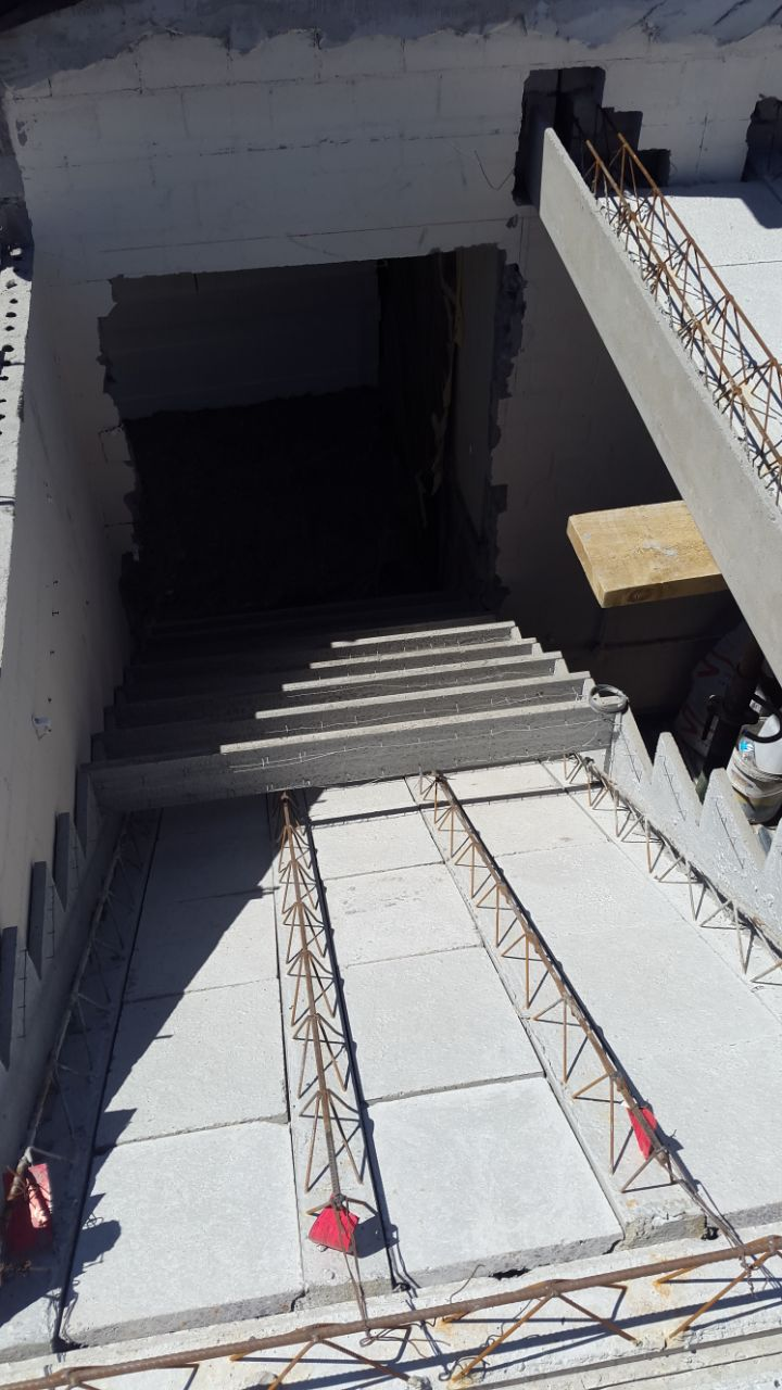 Cobute precast shutters for stairs and beam allow for an integrated structure, which is cast together.