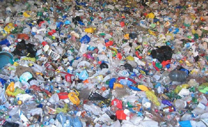 A large quantity of plastic ends up in the landfill. Courtesy of  Inquisitr