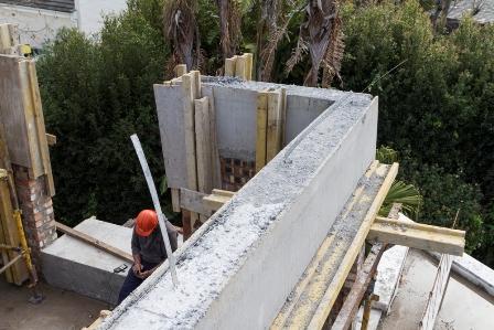 The Cobute precast shutters for beams after concrete pour.